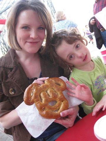 Disneyland w Family 2010 002pretzel