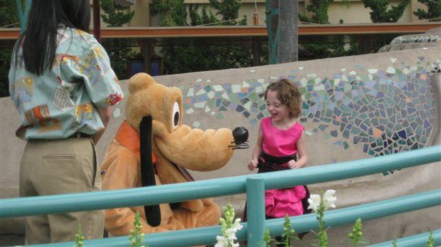 Disneyland w Family 2010 076ava w goofy