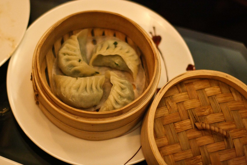 PEA LEAF AND WATER CHESTNUT DUMPLINGS (V) 豆苗馬蹄蒸餃 STEAMED DUMPLINGS FILLED WITH PEA LEAVES AND FRESH WATER CHESTNUTS SERVED WITH SPICY CHILE DIPPING SAUCE 11