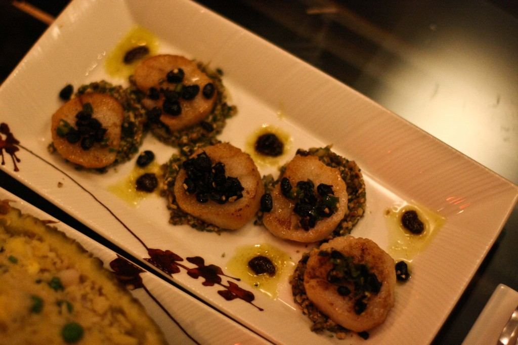 SCALLOPS WITH TOASTED BLACK BEANS AND GARLIC* 辣椒豆豉鲜貝 SEA SCALLOPS WITH TOASTED FERMENTED BLACK BEANS, CHILES, CHINESE MUSTARD GREENS AND GARLIC SAUCE 28
