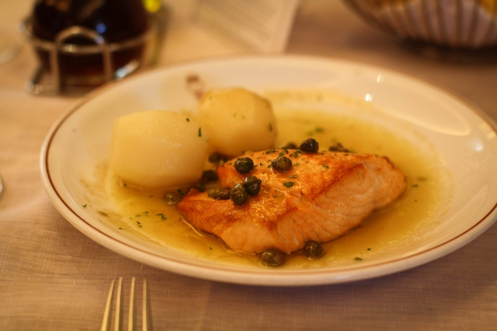 Norwegian Salmon Filet with lemon and capers and Pommes Natural