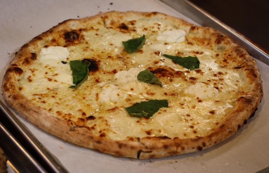 BIANCA - Mozzarella, ricotta, buffalo mozzarella, garlic, pecorino romano